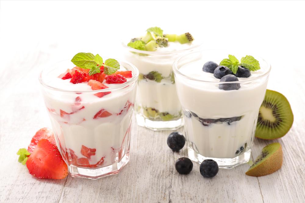 berries with cream desserts